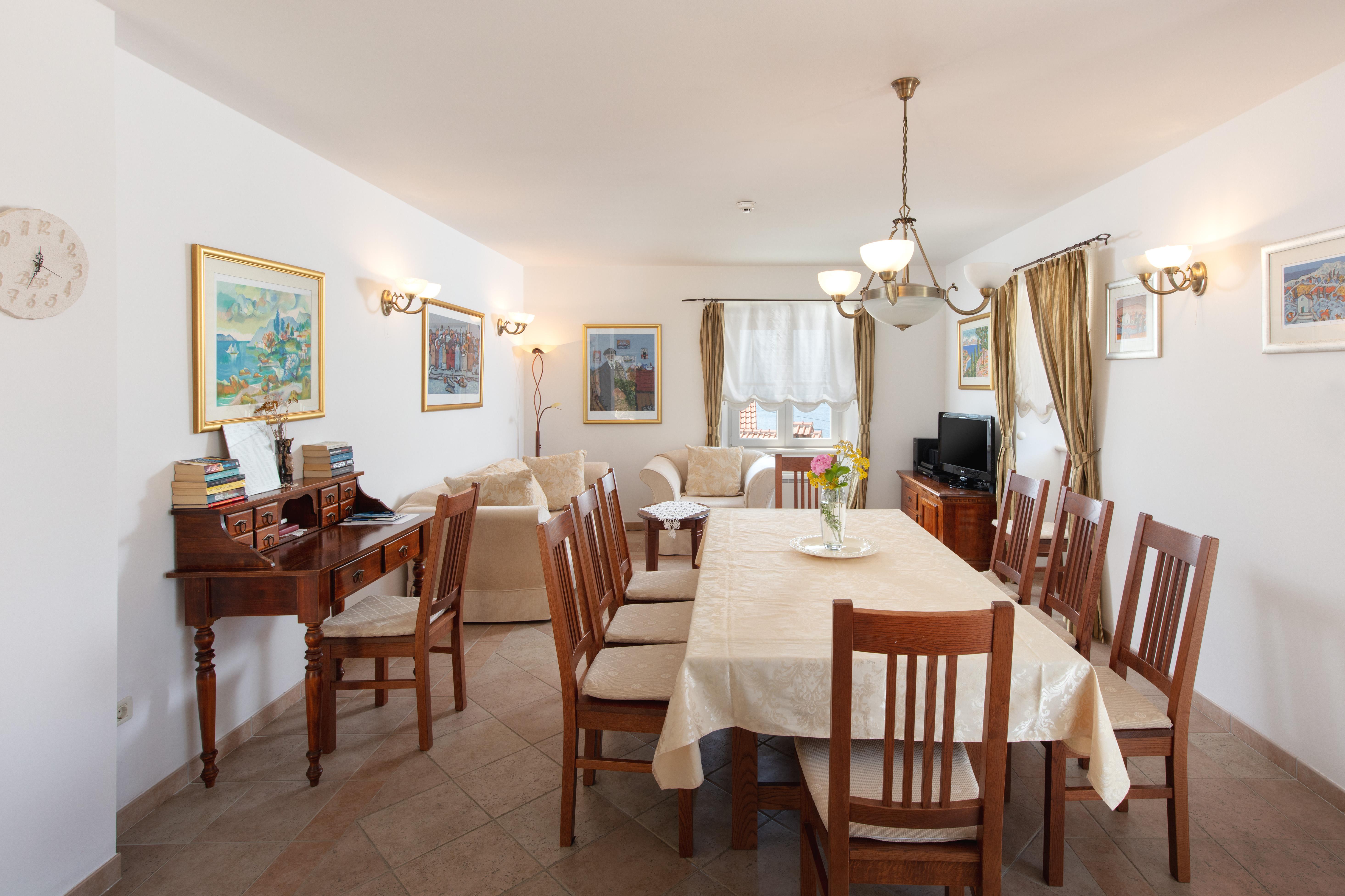 Dining and living room in Villa Mir Vami