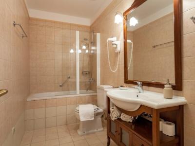 Bathtub bathroom in the Villa Mir Vami