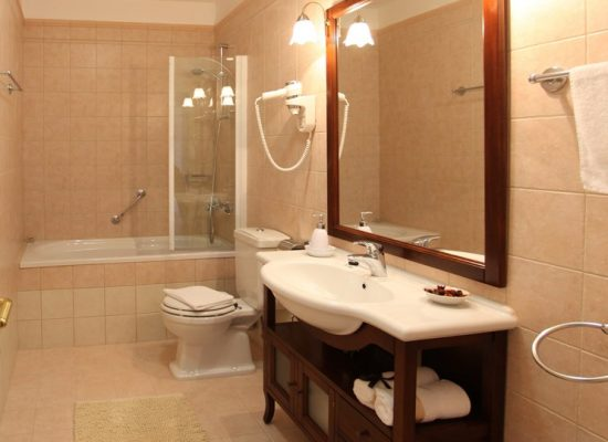 Bathroom with bath | Villa Mir Vami